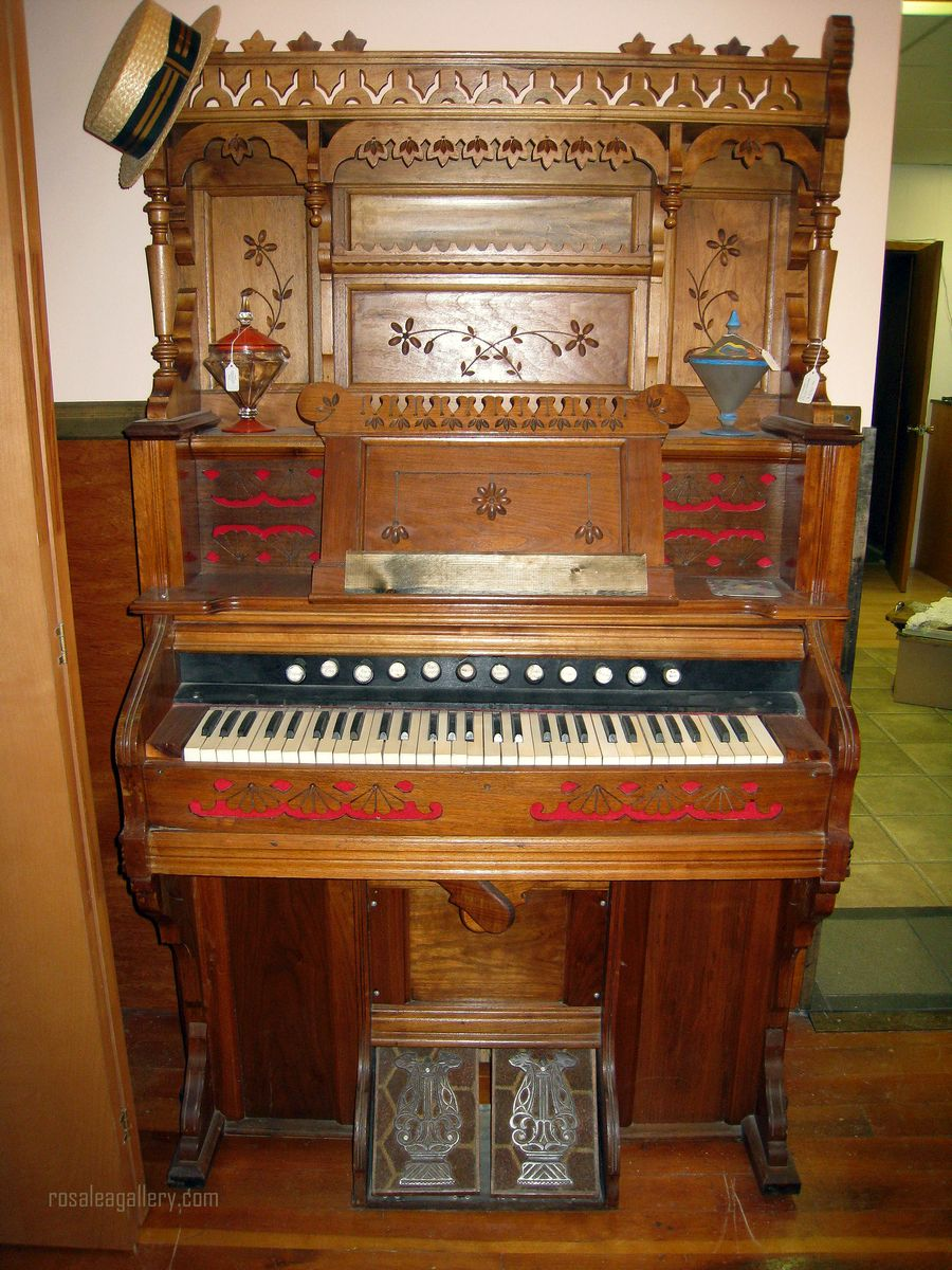Victorian Vintage Wooden carved Pump Organ - works!